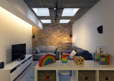 reforma dúplex con salón a doble altura