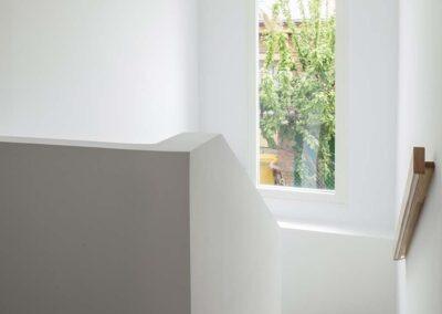 Reforma integral de chalet en Pozuelo escalera y ventana